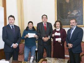 El Colegio de Abogados entrega 5.000 euros a Aldeas Infantiles y Andex en solidaridad con la infancia