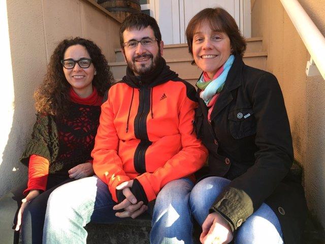La periodista Ana Basanta, Jaume Catalán y Ester Ferrando
