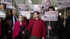 Las víctimas de Angrois acusan a De la Serna de incumplir su promesa de apoyar una investigación en el Congreso