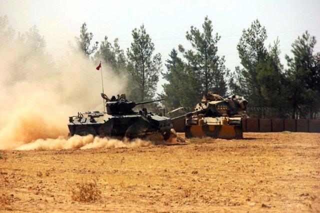 Tanques turcos en la frontera con Siria