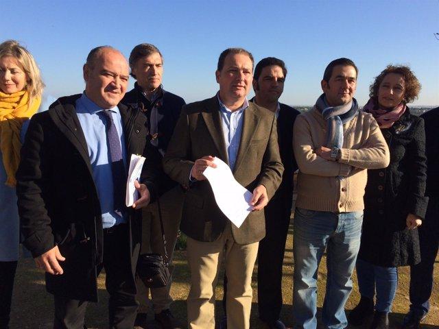 Francisco Martín y David Toscano presentan la moción der censura en Aljaraque