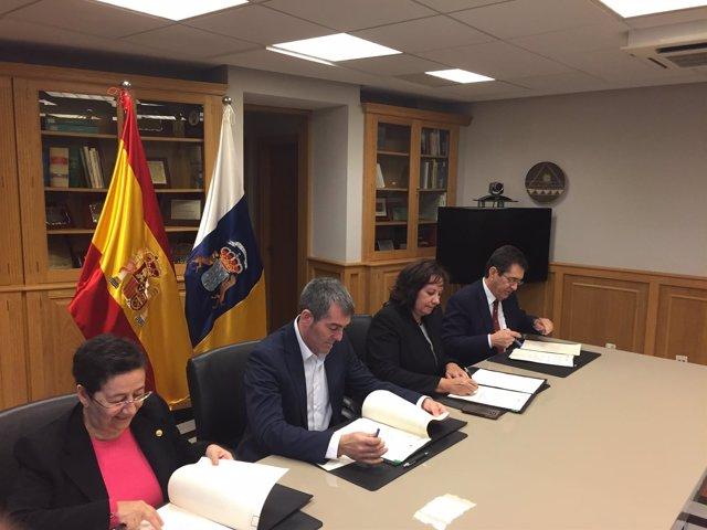 Clavijo firma el nuevo convenio de financiación de las universidades públicas