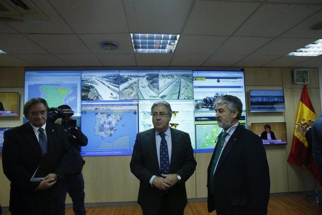 Zoido visita las instalaciones de la Dirección General de Protección Civil