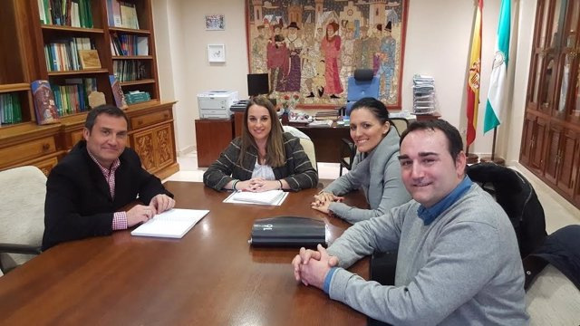 Ruiz (centro), durante la reunión mantenida ocn Fepamic