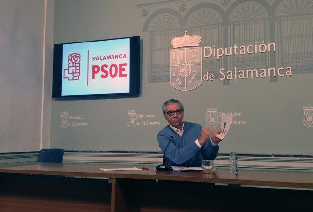 El diputado provincial socialista Martín del Molino en La Salina
