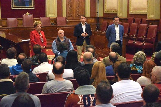 El alcalde da la bienvenida a los participantes en el Plan de Empleo Social