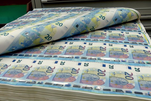Billetes apilados