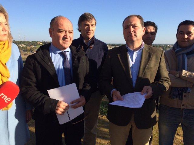 Francisco Martín, junto al futuro alcalde de Aljaraque, David Toscano