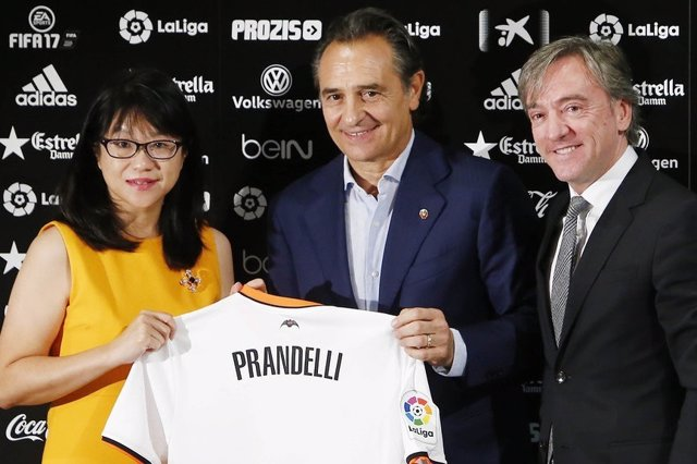 Cesare Prandelli, presentado en el Valencia