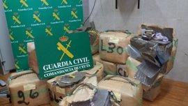 Recuperan 771 kilos de hachís flotando en aguas cerca de Ceuta
