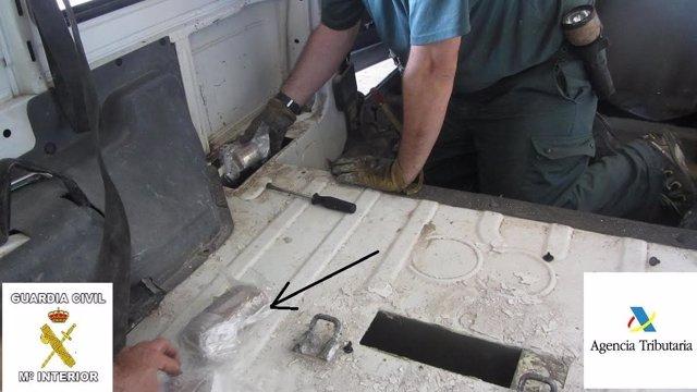 Droga oculta en el doble fondo de un vehículo intervenido en Melilla