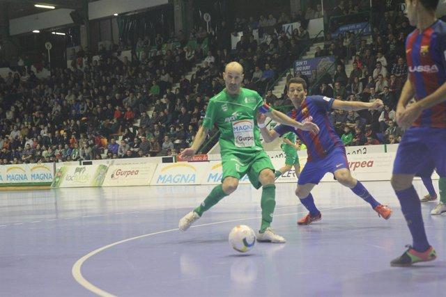 Eseverri intenta disparar en el Magna Gurpea-FC Barcelona Lassa