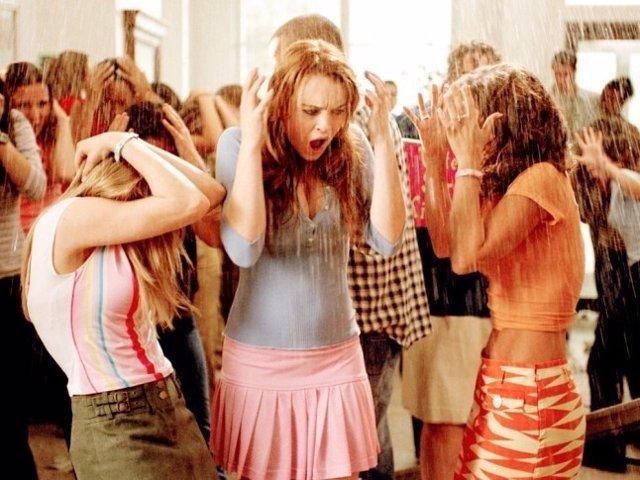 Lindsay Lohan en el centro de la imagen