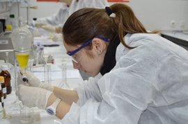 """Investigadores piden para 2017 """"frenar la sangría"""" de científicos al extranjero"""