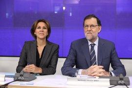 """Rajoy dice que Cospedal """"acredita méritos"""" para desempeñar más de una tarea política"""
