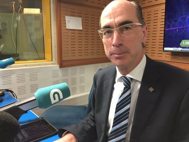 El conselleiro de Sanidade entrevistado en la Radio Galega.