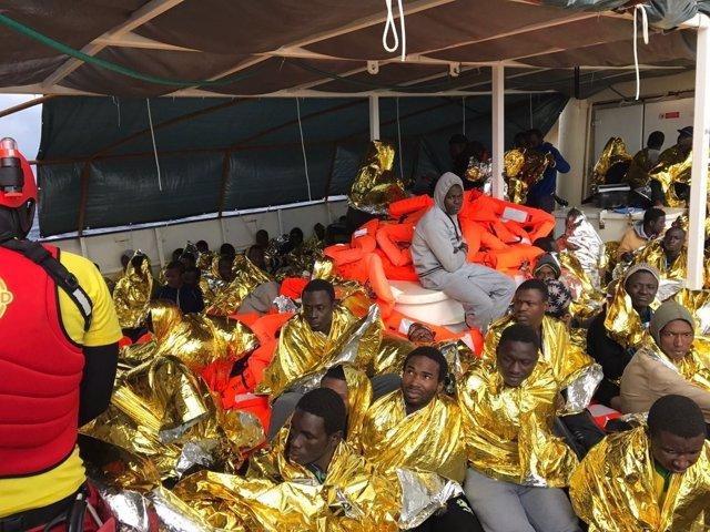 Inmigrantes rescatados en el Mediterráneo por Proactiva Open Arms