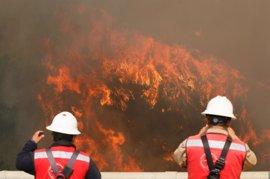 Chile activa los protocolos de emergencia ante un importante incendio registrado en Valparaíso