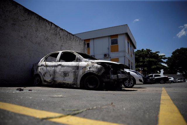 Coche donde hallaron cuerpo calcinado de embajador de Grecia en Brasil