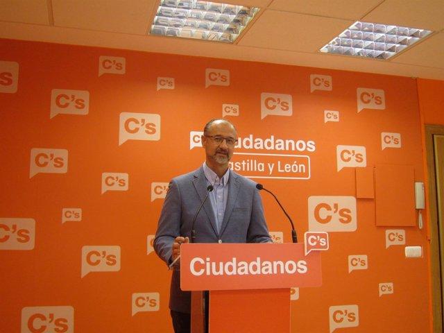 Luis Fuentes, en la sede de Cs, analiza la actualidad.
