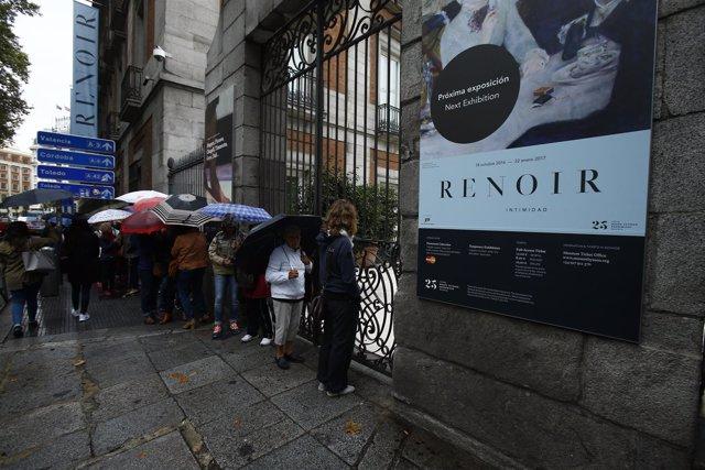 Cola en el Museo Thyssen para ver la exposición de Renoir