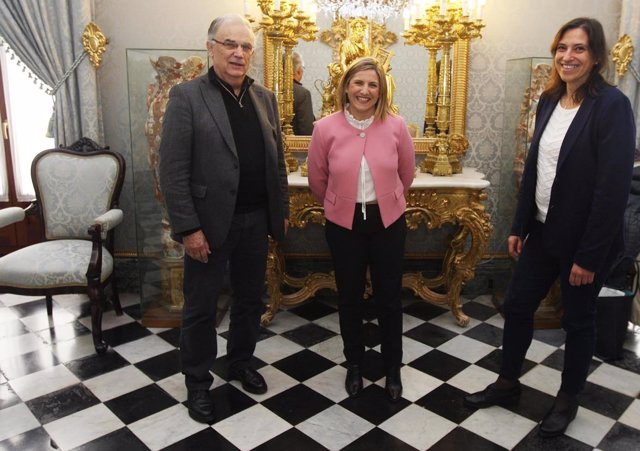 La presidenta de la Diputación de Cádiz con Si todos los puertos del mundo