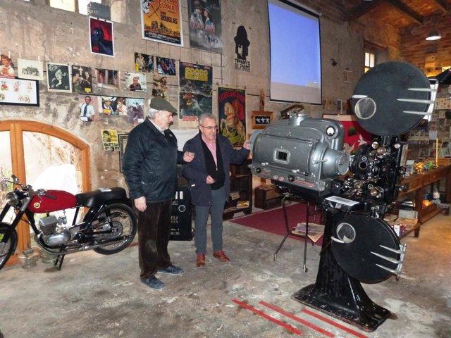 El alcalde de Les Borges Blanques, Enric Mir, visita el Museu de Cal Pauet