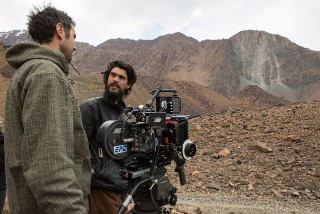 Oliver Laxe, en un momento del rodaje de 'Mimosas'