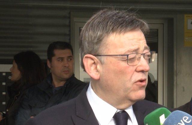 Ximo Puig atiende a los medios en Riba-roja