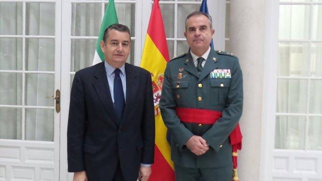 Delegado del Gobierno en Andalucía, Antonio Sanz, y el general Manuel Contreras