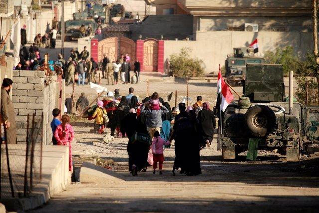 Civiles huyen del oeste de Mosul