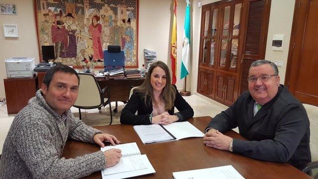 Ruiz durante la reunión mantenida con el Colegio de Veterinarios