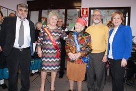 Usuaria del centro de día de Cobeja recibe una carta de Page por su 100 cumpleaños