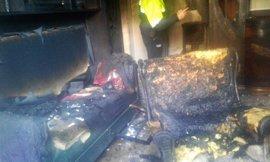 Tres personas rescatadas y atendidas por inhalación de humo en el incendio de una casa en Archena