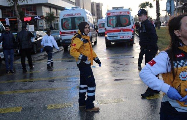 Atentado con coche bomba en Esmirna, Turquía