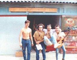 Formación original de Dixebra, en su local de ensayo en 1987.