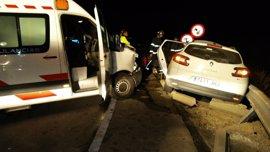 Heridas leves tres personas en un accidente entre una ambulancia y un turismo en la A-2000