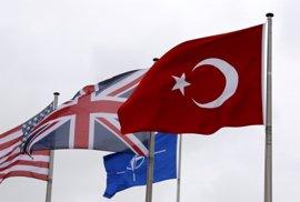 """La OTAN tiene """"pruebas"""" de que algunos militares turcos purgados han sido """"torturados"""" en la cárcel"""