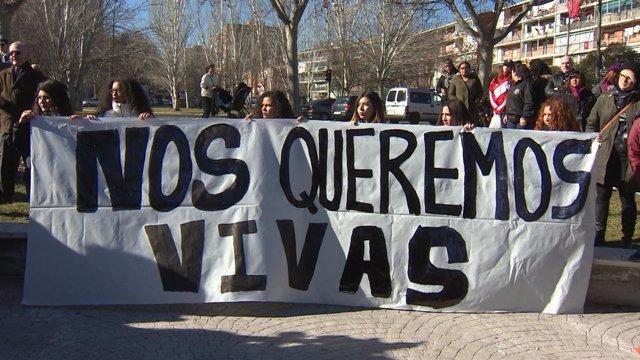Vecinos de Hortaleza condenan la violencia machista.