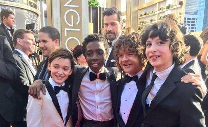 Globos de Oro: Jaime Lannister se cuela en la foto de los niños de Stranger Things