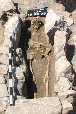 Esqueleto de una mujer con dos infecciones en Troya