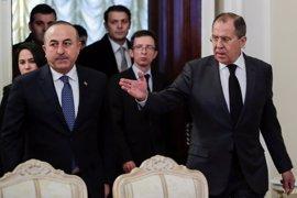 Los ministros de Exteriores de Rusia y Turquía coinciden en mantener la tregua en Siria