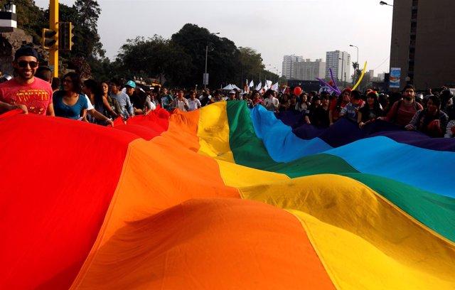 Manifestación a favor de los derechos homosexuales en Perú