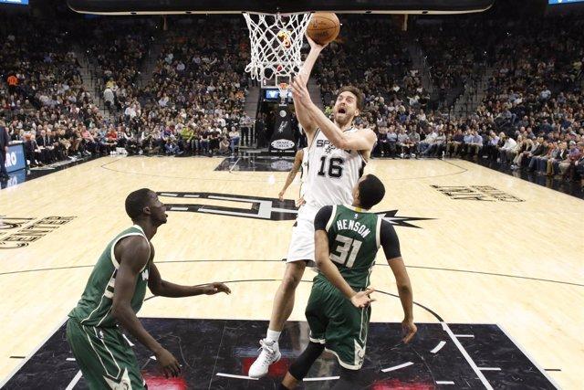 Pau Gasol en el Spurs - Bucks