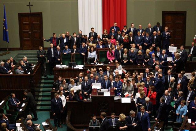 Protesta en el Parlamento polaco por la libertad de prensa