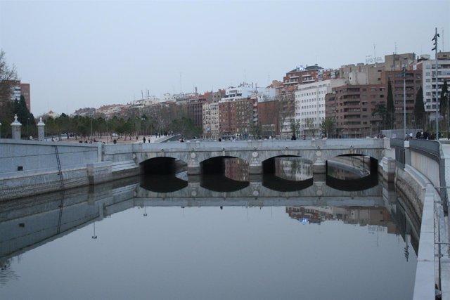 Río Manzanares, puente de Toledo, Madrid Río