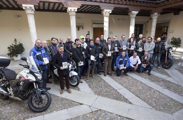 Presentación de la guía de rutas en moto por Valladolid