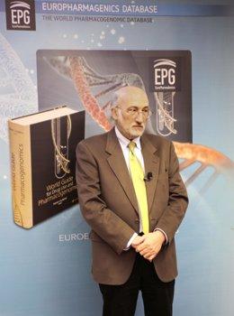 El doctor Cacabelos, presentación de la guía farmacogenómica