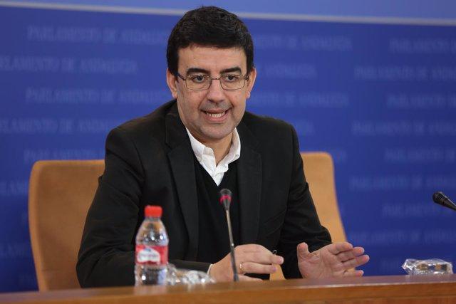 El portavoz de la Gestora del PSOE, Mario Jiménez, en rueda de prensa