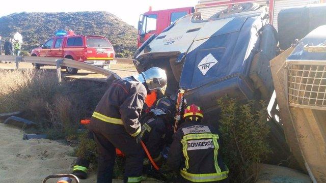 Los bomberos han rescatado al conductor
